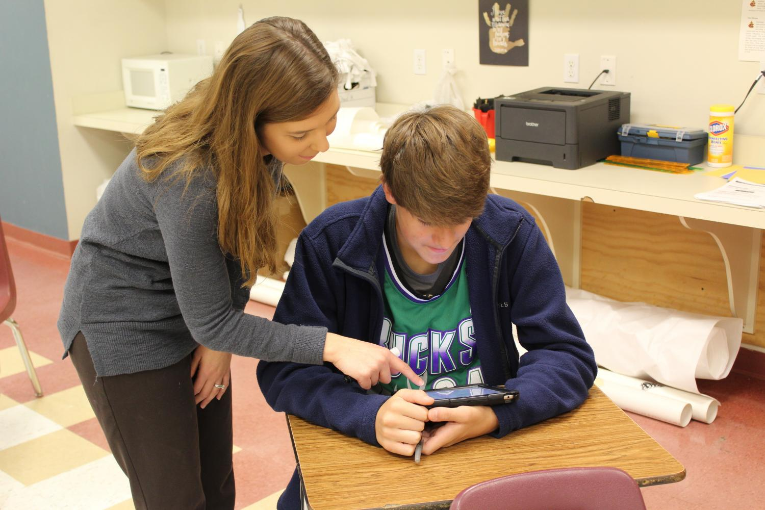 Kaylee Lewellyn assists a math student during class.