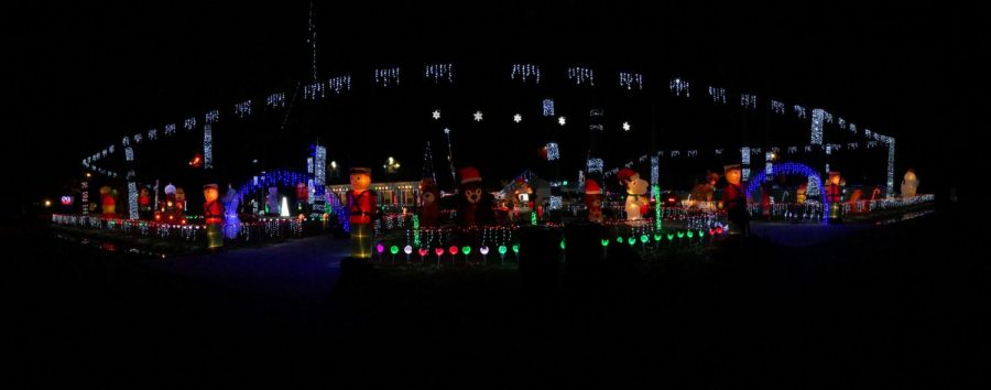 Student's home becomes popular light-viewing location for the holidays